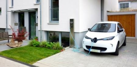 Elektroauto an Ladestation (c) Fraunhofer ISE